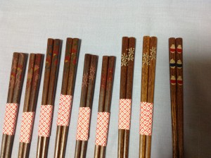 蒔絵師の照井克弘さん作成の会津塗りの塗り箸